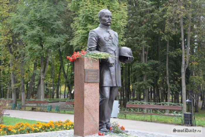 памятник Лопатину