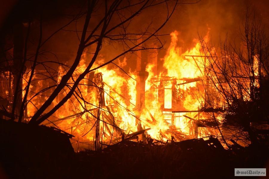 Катастрофа вСафонове. Супруги сгорели живьем впроцессе пожара вдоме