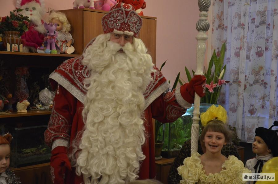 Смоленский мэр незапрещал покупать новогодние подарки для детей