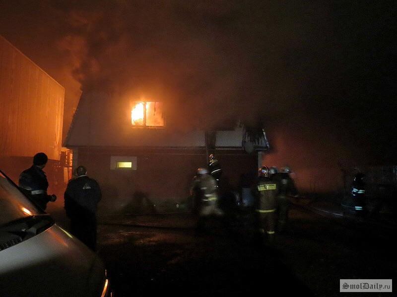 Двое мужчин погибли впожаре вСмоленской области
