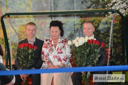 супруга Жириновского с их внуками
