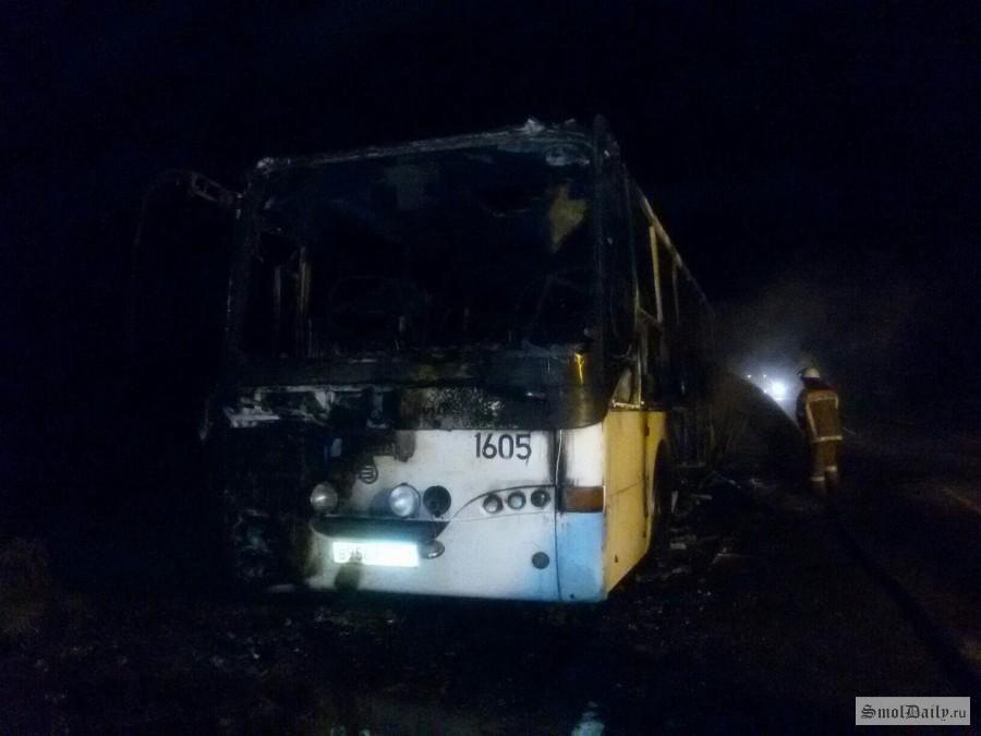 ВСмоленской области находу зажегся автобус
