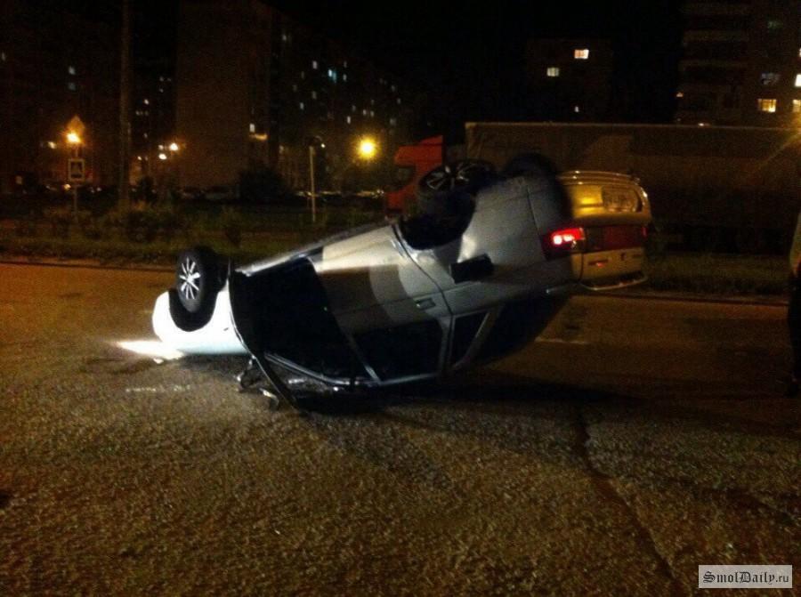 ВСмоленске напроспекте Строителей перевернулся автомобиль