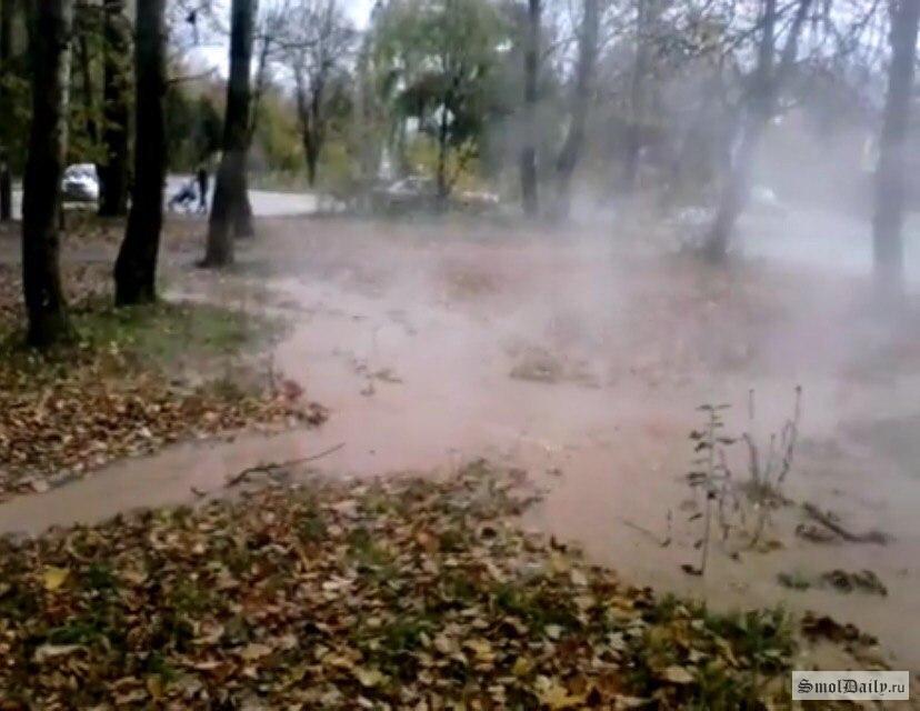 Наместе коммунальной трагедии наБольшой Советской вСмоленске перекрыли дорогу