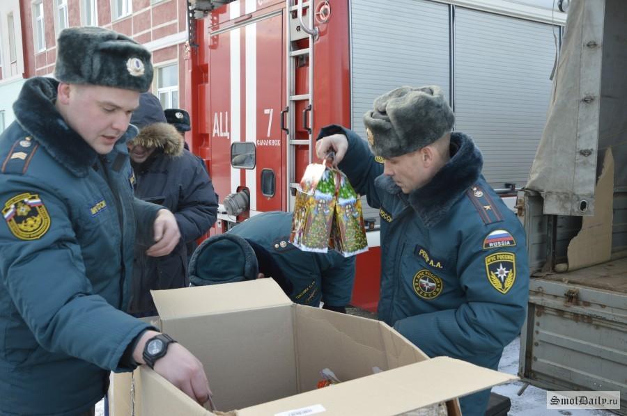 500 новогодних подарков отправили изСмоленска вДонецк иЛуганск