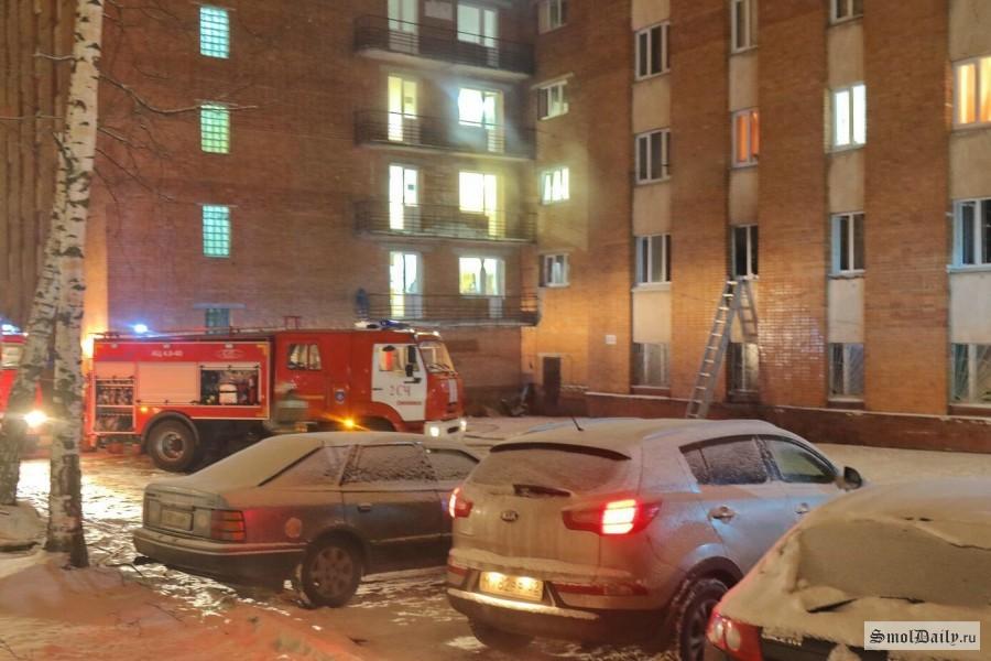 ВСмоленске вкоторый раз вспыхнул пожар вобщежитии медуниверситета