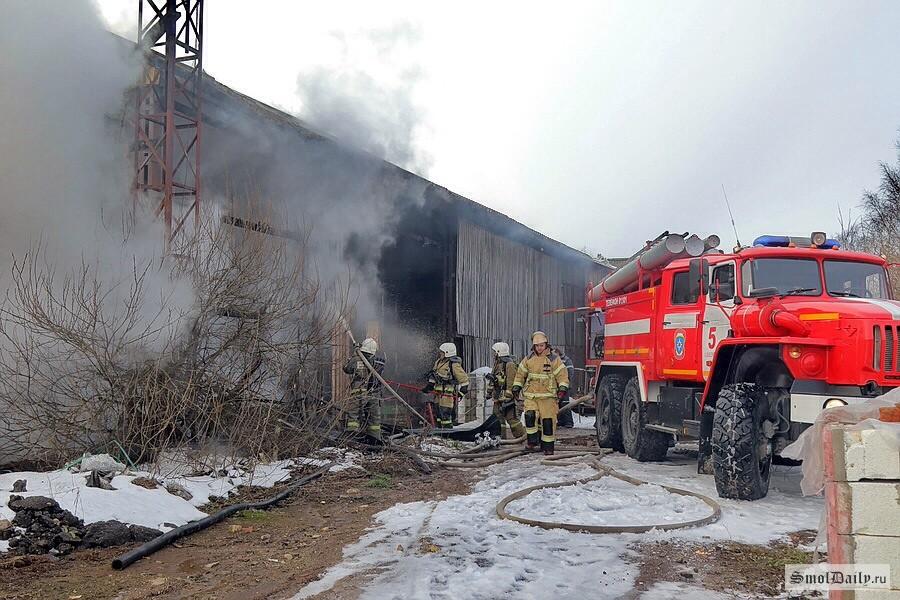 ВСмоленской области горел недостроенный цех попроизводству железобетонных изделий