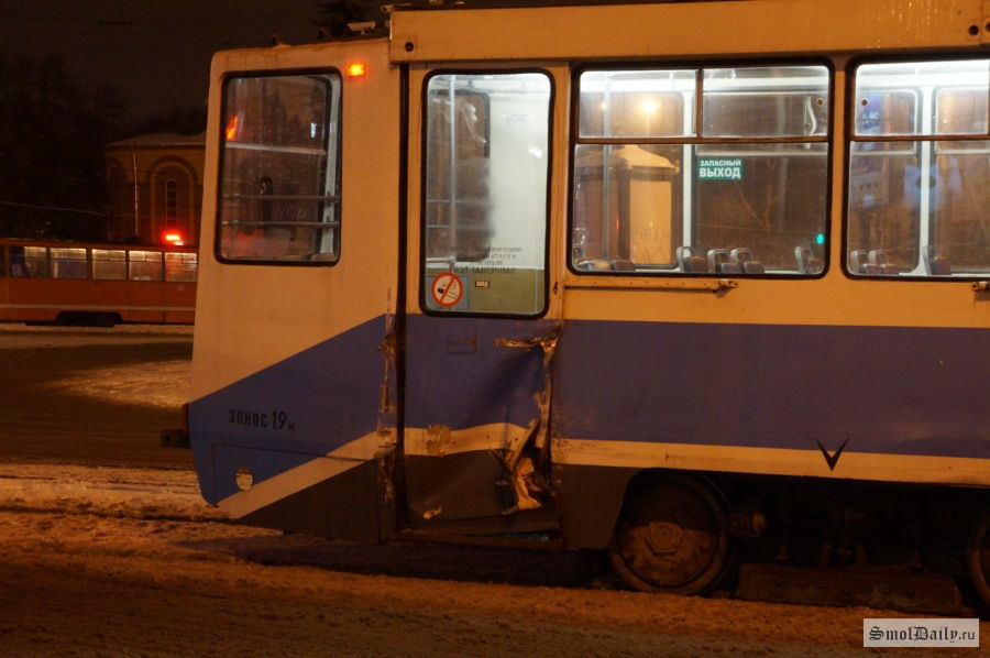 ДТП вСмоленске: Наплощади Победы столкнулись автобус итрамвай