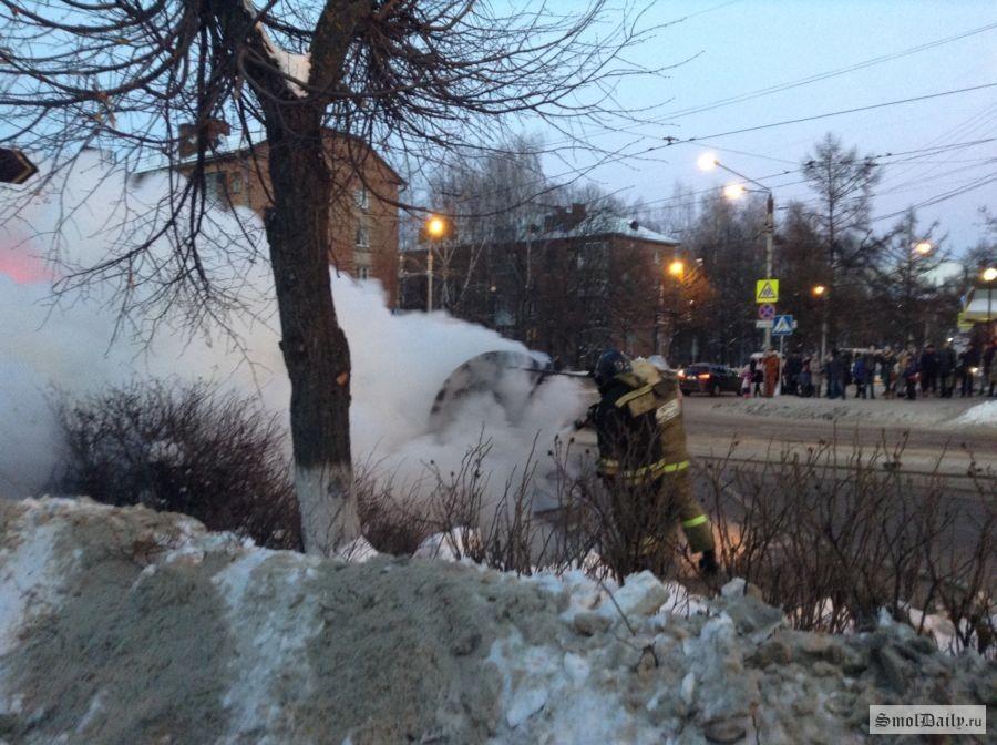 На автотрассе «Смоленск-Красный» сгорел дотла «Фольксваген»