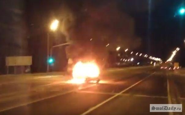 Видео горящей иномарки вСмоленской области наМ-1 попало всеть