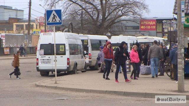 ВСмоленске наостановках городского автомобильного транспорта орудуют карманники