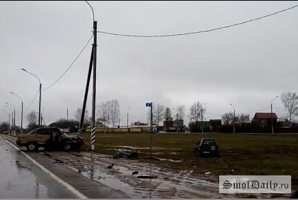 Шофёр ипассажир ВАЗа пострадали вДТП под Смоленском