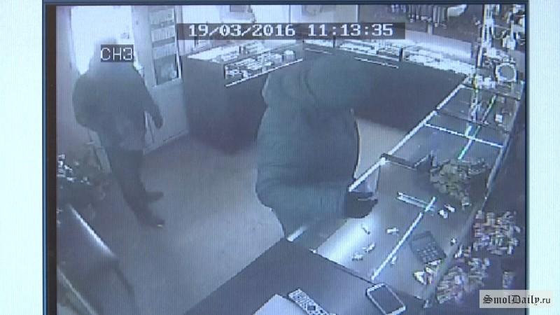 ВАстрахани группа мошенников ограбила ювелирный на7,5 млн руб.