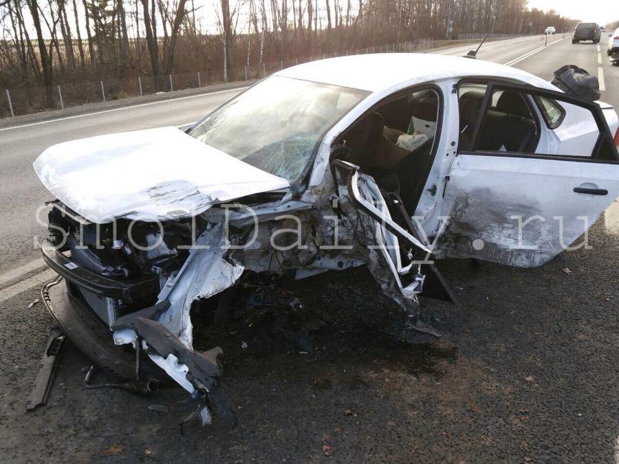 Натрассе М1 вСмоленской области вдвойном ДТП умер шофёр иномарки