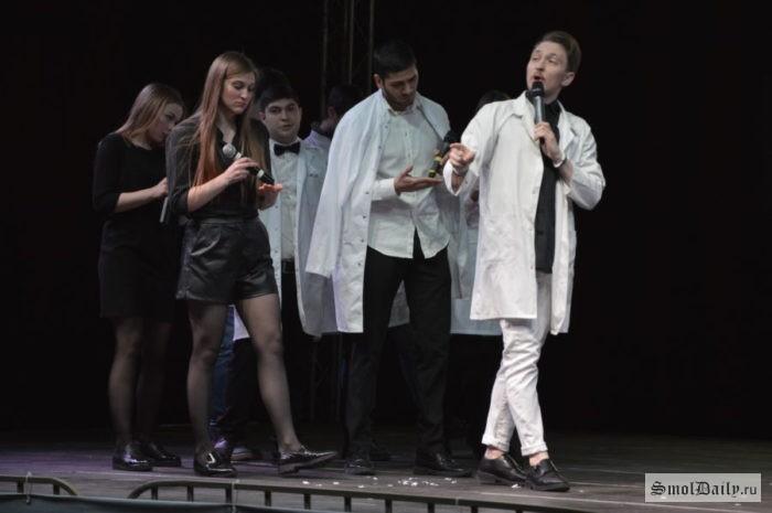 Юбилейный фестиваль «КВН по-смоленски»: курс на обновление, рекорд по зрителям и слёзы кондитера
